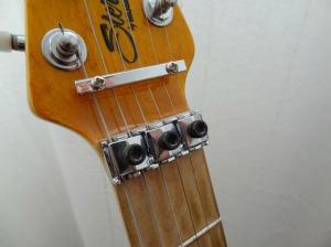 Sillet bloc-cordes, utile si on utilise le vibrato de façon intensive.