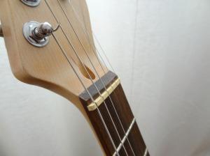 Sillet de type Fender, sur la touche.